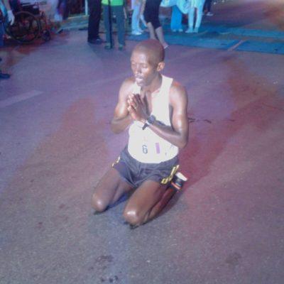 Gran fiesta y triunfo keniano en el Maratón Nocturno de Cancún