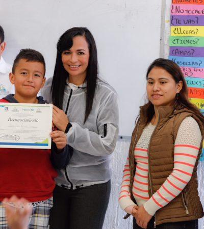 Entrega Alcaldesa 300 pares de tenis a niños de escuelas en Puerto Morelos