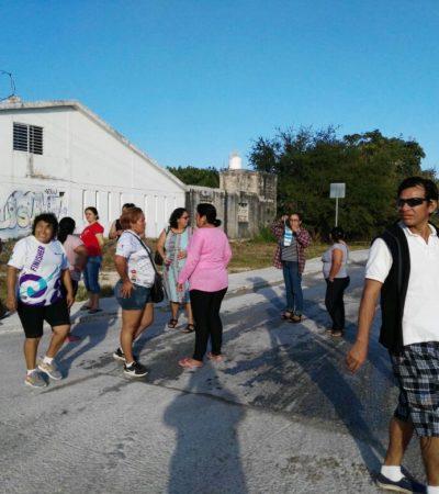 Bloquean vecinos accesos a cementeras en la Región 77