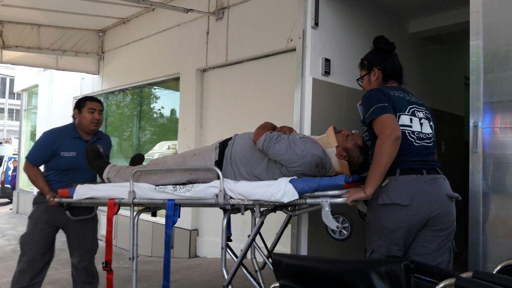 VUELCA AUTOBÚS QUE SALIÓ DE MÉRIDA RUMBO A CANCÚN: 'Pestañazo' provoca 15 lesionados en la vía Kantunilkín-Leona Vicario