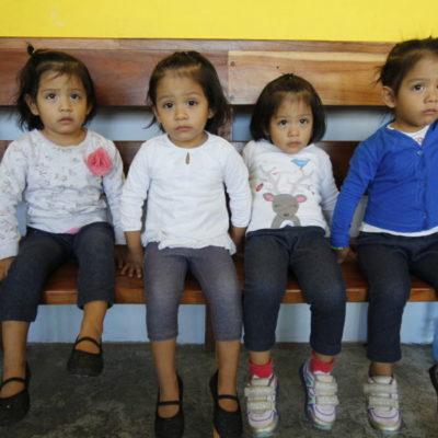 LAS CUATRILLIZAS DE CANCÚN, 3 AÑOS DESPUÉS: La nada fácil tarea de un joven matrimonio por dar sustento a sus cuatro hijas | VIDEO