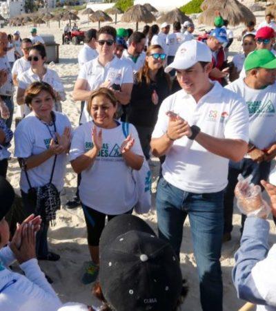 Encabeza Alcalde limpieza de playas públicas en Cancún