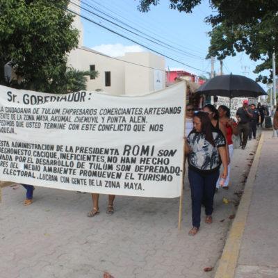 RECLAMAN COMPENSACIONES LABORALES: Marchan policías en paro por centro de Tulum