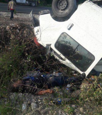 Volcadura deja dos heridos en la Huayacán