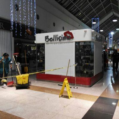 SUSTO Y HERIDOS EN PLAZA LAS AMÉRICAS EN CANCÚN: Se desprende un cristal del techo y cae sobre 2 clientas que resultaron con lesiones