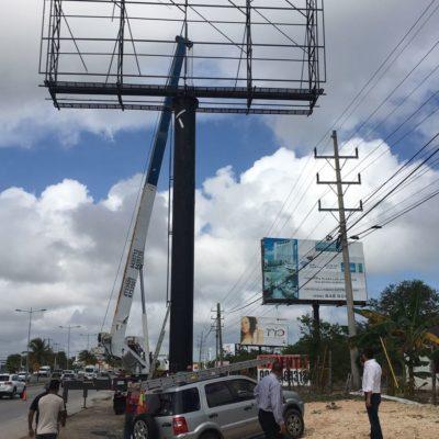 Desmontan estructura de anuncios espectaculares en el bulevar Luis Donaldo Colosio de Cancún; seguirán más, dicen