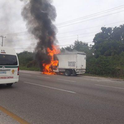 Se incendia camioneta en carretera federal