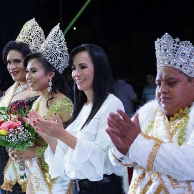 Coronan a los Reyes del Carnaval de Puerto Morelos