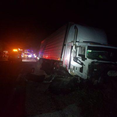 ACTUALIZACIÓN | MORTAL CHOQUE EN LA VÍA ESCÁRCEGA-CHETUMAL: Saldo preliminar de 9 muertos y una decena de heridos al impactarse tráiler contra Urvan de Chiapas