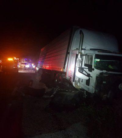 ACTUALIZACIÓN   MORTAL CHOQUE EN LA VÍA ESCÁRCEGA-CHETUMAL: Saldo preliminar de 9 muertos y una decena de heridos al impactarse tráiler contra Urvan de Chiapas