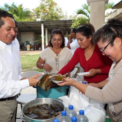Encabeza Gobernador caravana de programas y servicios a la comunidad en Pucté