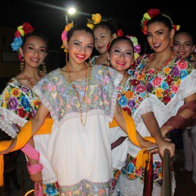 NOCHE REGIONAL EN CARNAVAL DE PROGRESO: Orgullosos jaraneros recorren el tradicional malecón en la costa norte de Yucatán