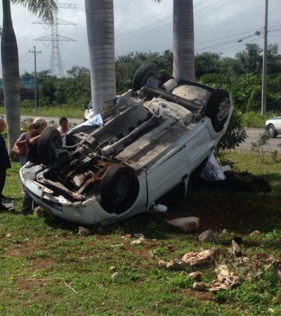 VOLCADURA MORTAL EN CARRETERA: Fallece mujer al chocar contra palmeras en el tramo Puerto Morelos-Playa del Carmen