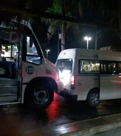 Chocan dos unidades de transporte público en Playa