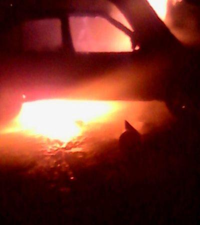 Se quema auto durante la madrugada en la SM 30 de Cancú