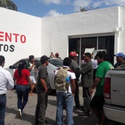 Bloquean empleados gasolinera de José María Morelos