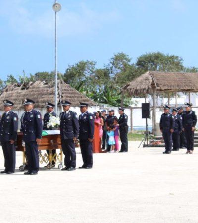 Entre aplausos dan último adiós a policía ejecutado en Playa del Carmen