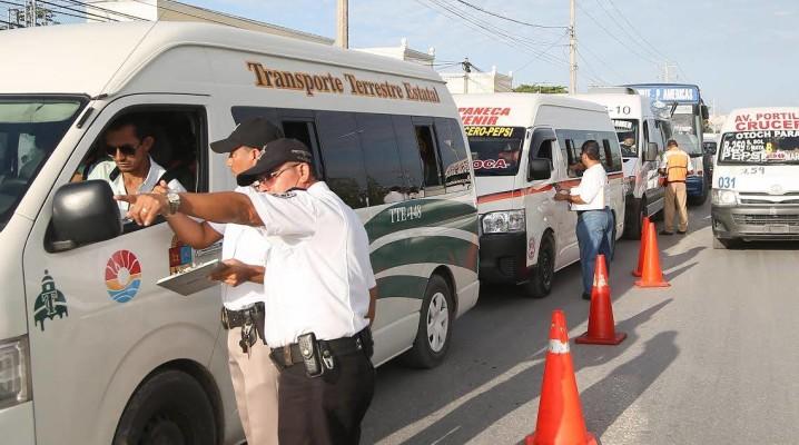QUE YA HAY MÁS DE 1,200 UNIDADES EN CIRCULACIÓN: Más orden en combis en Cancún, reclama Autocar