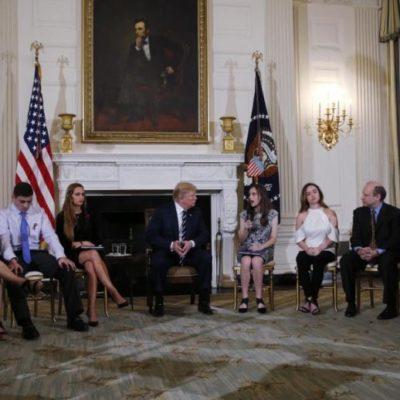 MAESTROS CONTRA ALUMNOS EN EU: Trump sugiere armar a profesores para acabar con tiroteos en escuelas