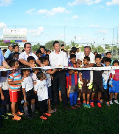 Entrega Alcalde cancha deportiva en la SM 227