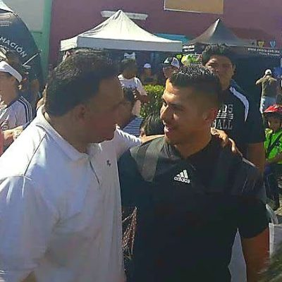 Henry Martin, el artillero del América, se reúne con el Gobernador Rolando Zapata durante el Triatlón Mérida 2018