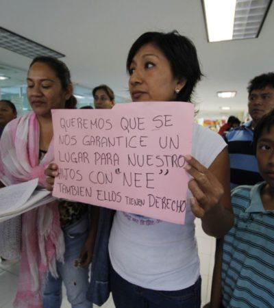 """""""NO A LA DISCRIMINACIÓN, SÍ A LA INCLUSIÓN"""": Protestan padres de familia del CAM de la Región 92 de Cancún por negativa para inscribir a nuevos alumnos"""