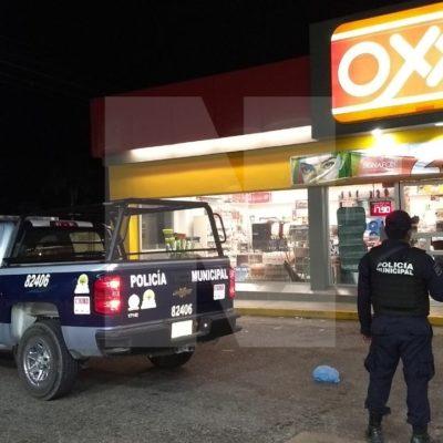 A punta de pistola, asaltan Oxxo por la entrada a Xcalacoco en Playa del Carmen