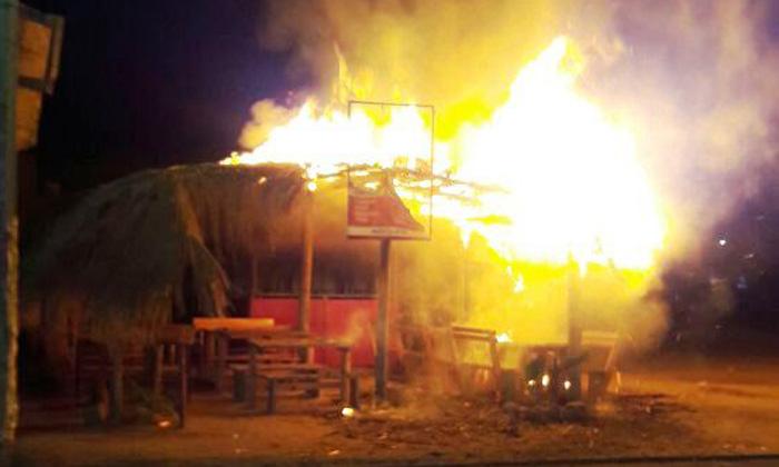 Se incendian palapasen centro de Tulum
