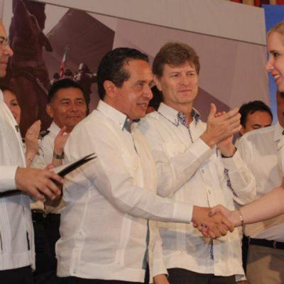 Acompañado de dos secretarios, destaca Carlos Joaquín capacitación de policías en QR