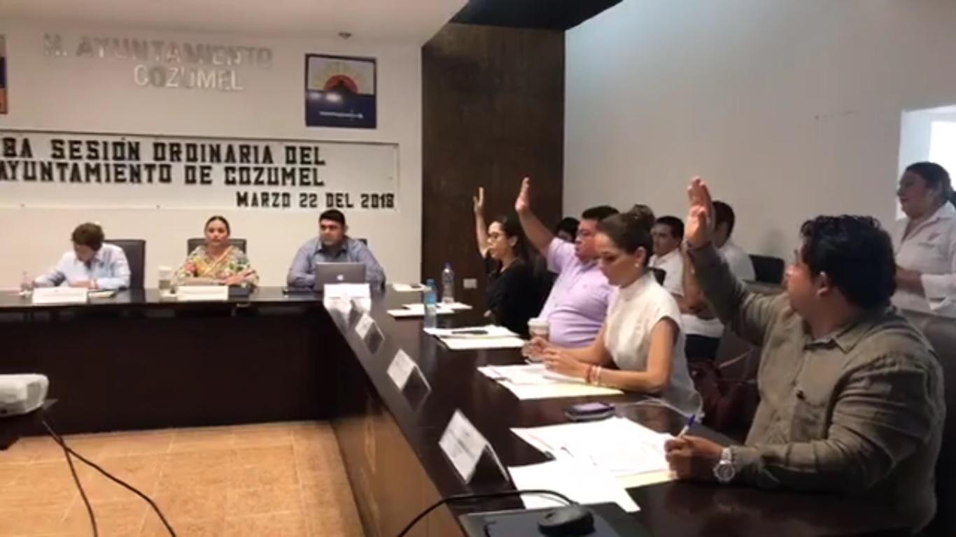 PERLA TUN AYUDA A JOAQUÍN DELBOUIS Y LE QUITA UN 'ESTORBO' DE ENCIMA: Con voto de desempate de la Alcaldesa de Cozumel, niega Cabildo licencia a 'Gina' Ruiz