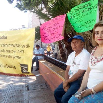 PROTESTA EN MÉRIDA: Mujer exige justicia por fraude de 'Crecicuentas'