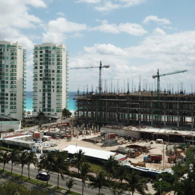 CANCÚN SIGUE CRECIENDO, ¿PARA BIEN?:Pese a la sobredensificación de la Zona Hotelera, las nuevas construcciones no cesan, pero la infraestructura no siempre avanza al mismo ritmo