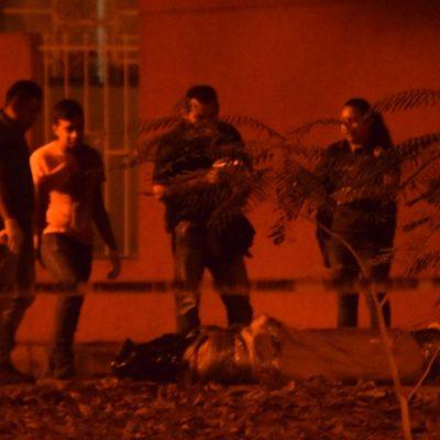 ACUCHILLADO Y CON EL TIRO DE GRACIA: Ensabanado hallado en pleno centro de Cancún tenía la piel del pecho cortada en forma de 'Z' y un mensaje en cartulina