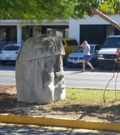 Retiran cabeza Olmeca que adornaba la Quinta Avenida con Constituyentes en zona turística de Playa del Carmen