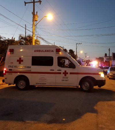 Atacan con cuchillo a un hombre en presunto intento de asalto en la Región 227 de Cancún