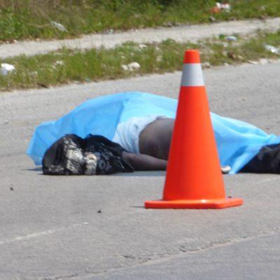 Fallece motociclista aplastado entre dos camionetas en Playa del Carmen