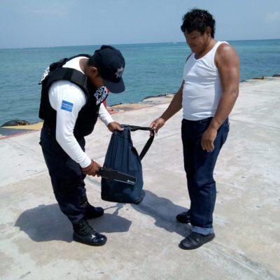'Brillan por su ausencia' policías federales en vigilancia de barcos en muelle de Playa del Carmen