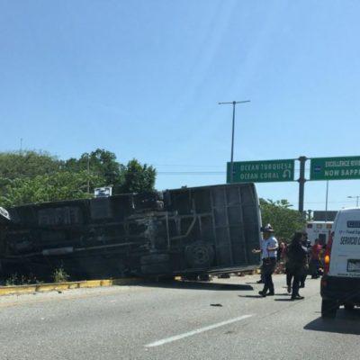 ACCIDENTE DE TURISTAS EN PUERTO MORELOS: Trece franceses heridos al volcar camión a la altura de Crococun