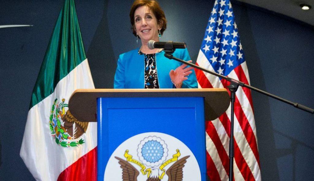 Jacobson deja la embajada de EU en México cuando las tensiones por el muro crecen