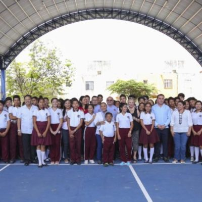 Entrega Alcaldesa tres domos en escuelas públicas de Playa del Carmen y Puerto Aventuras
