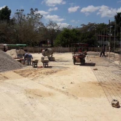 La cancha de futbol con materiales de mala calidad que se construye en José María Morelos