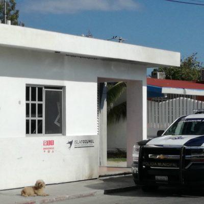 Colocan narcomanta en caseta policiaca del Cozumel