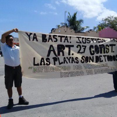 PROTESTA EN EVENTO DEL GOBERNADOR: Dos ciudadanos piden acceso público a la playa en Puerto Aventuras