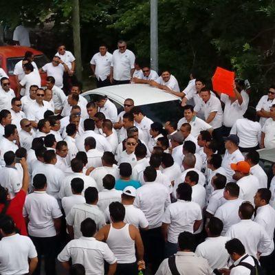 EXIGEN LIBERAR NUEVAS CONCESIONES: Protestan taxistas de Playa ante Sintra