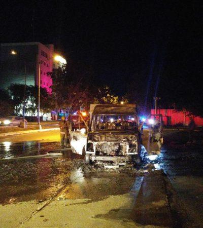 Se incendia unidadde transporte turístico en Cancún