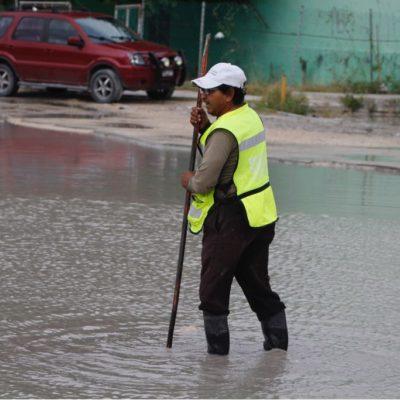 LLUEVE SOBRE MOJADO EN EL 'MEGA BACHE' DE LA KINIK: Remberto Estrada no se compromete a arreglar el 'cráter' de XV años, pero lo incluirá en futuras obras
