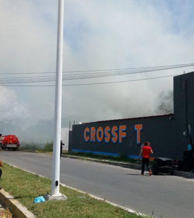 Incendio en antiguo corralón frente al ADO de Chetumal