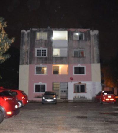 Balean y apuñalan a un joven en un edificio de apartamentos en Cancún; se encuentra grave
