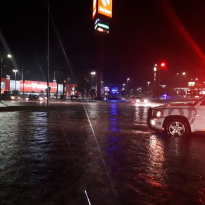 Torrencial lluvia ocasiona inundaciones en 14 puntos de Chetumal