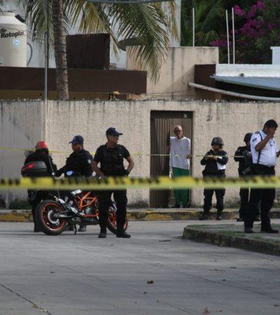 Con un disparo de por medio, somete policía a dos presuntos asaltantes en la SM 27 de Cancún
